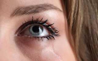 Слезятся глаза на улице – что делать, причины слезоточивости у взрослых и детей, капли для лечения