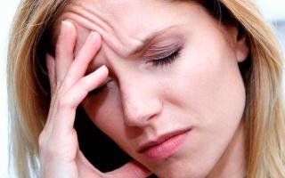 Болит лоб и давит на глаза – почему возникает и как снять