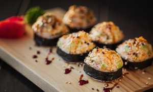 Запеченные роллы – как приготовить с соусом в домашних условиях