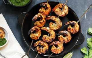 Креветки на гриле – как мариновать королевские или тигровые и как готовить на шпажках в беконе или овощами